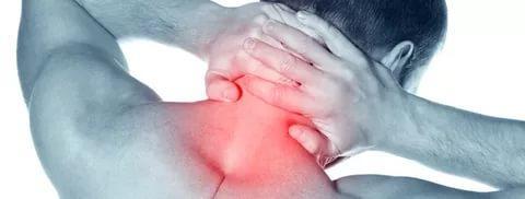 Боль в затылке, может отдавать в плечо и спину