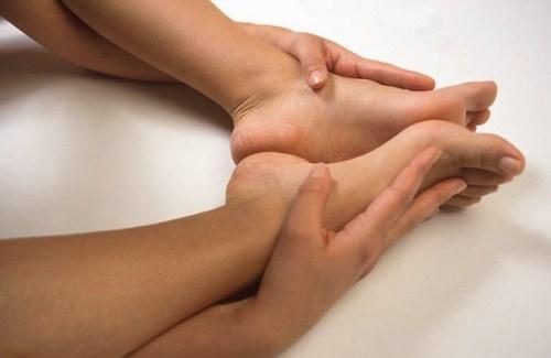 Боль в ногах - признак возможного развития плоскостопия