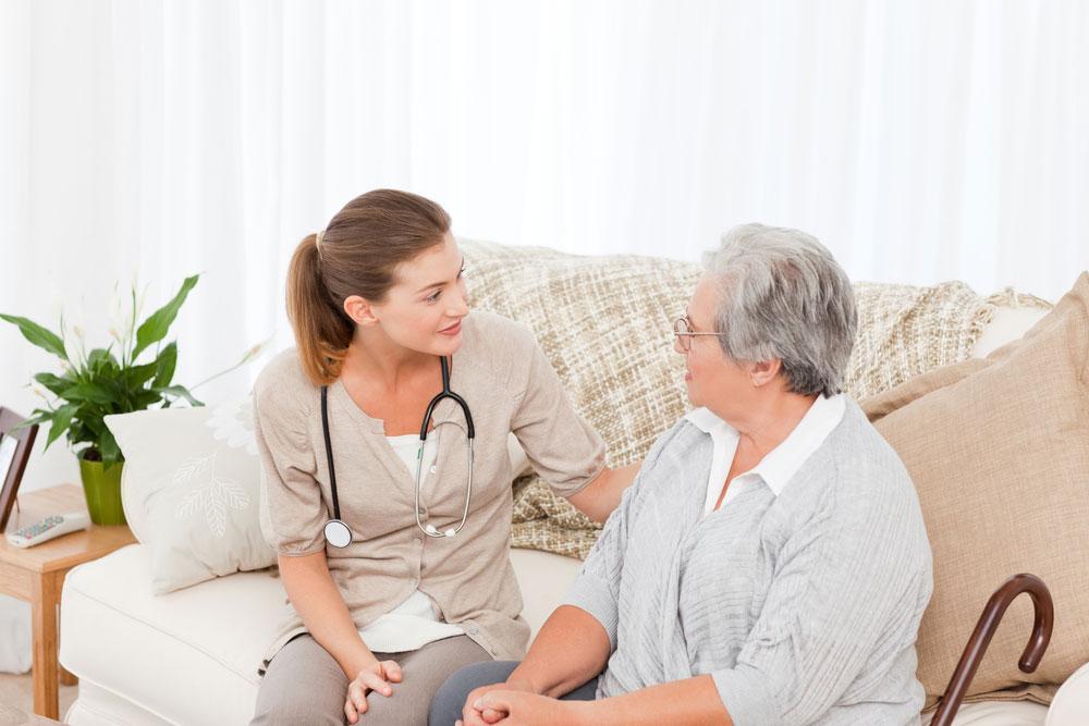 Грудной спондилез часто диагностируют у людей преклонного возраста