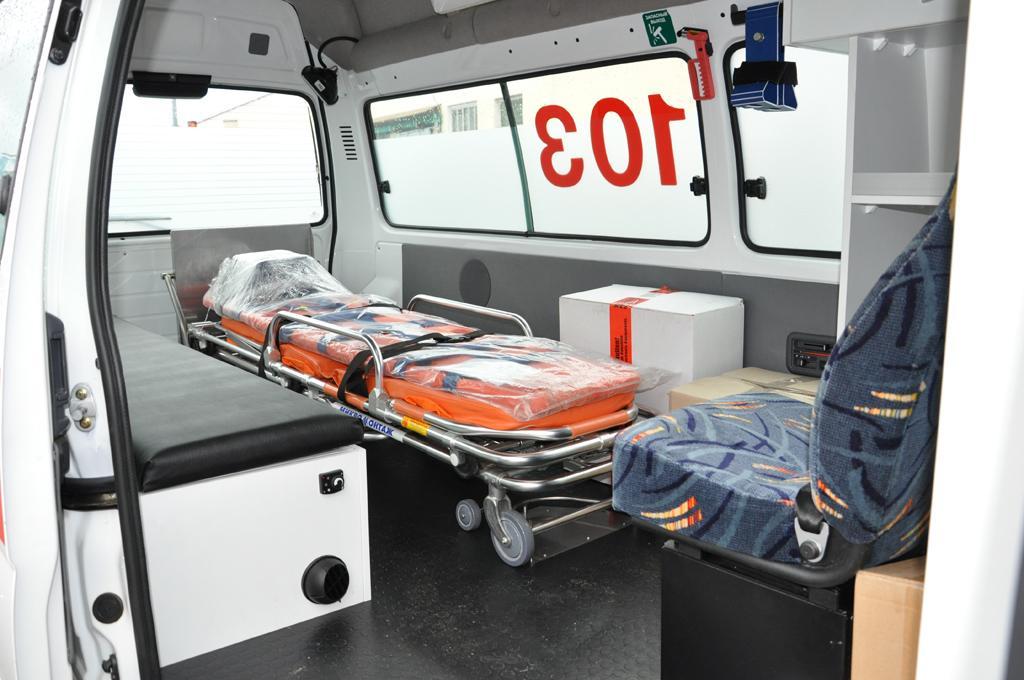 Если вывих очень сильный, лучше отправить пострадавшего в больницу на каталке