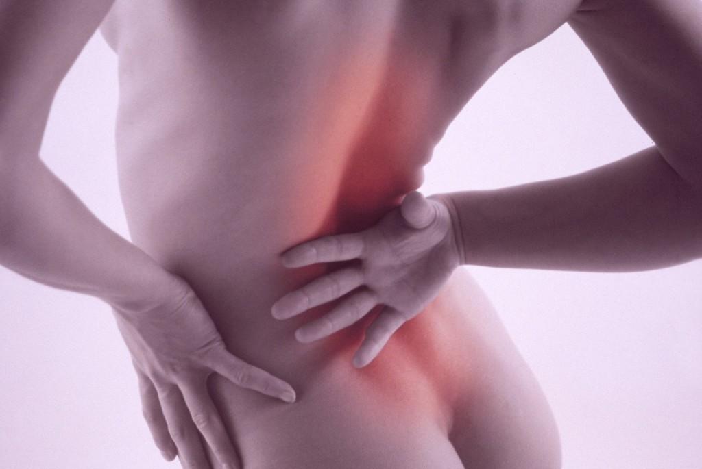 Люмбоишиалгия – это боль в пояснице, которая иррадирует (отдает) в одну или обе ноги