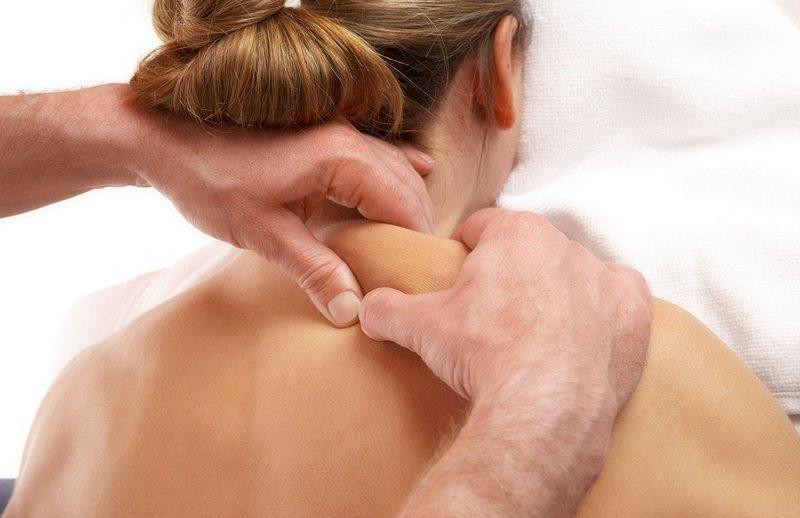 Массаж шеи и плечей