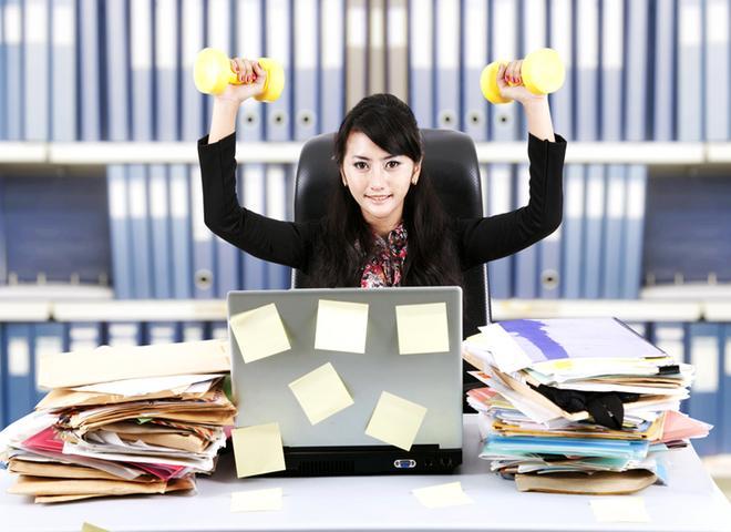 Можно делать разминку даже на рабочем месте