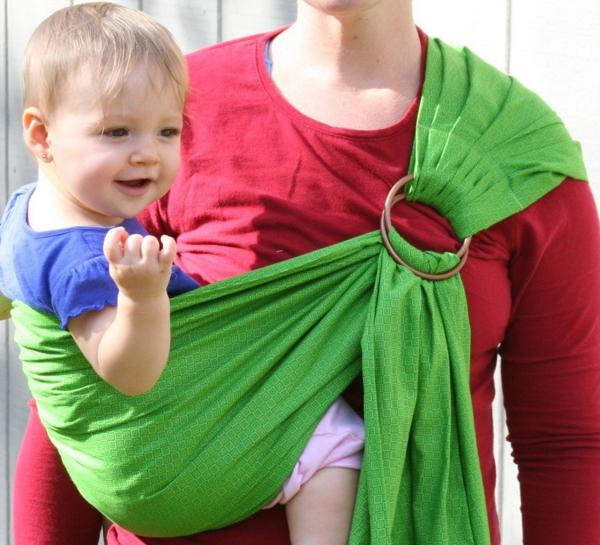 Неравномерная нагрузка на плечи у мамочки со слингошарфом