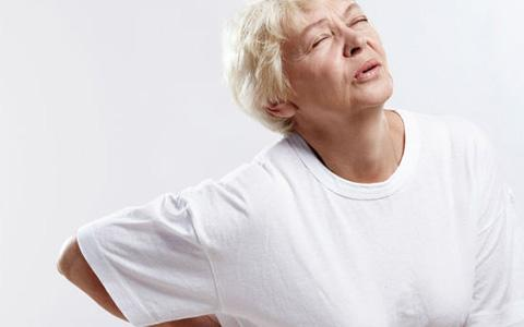 Особо сильные боли в периоды обострения заболевания