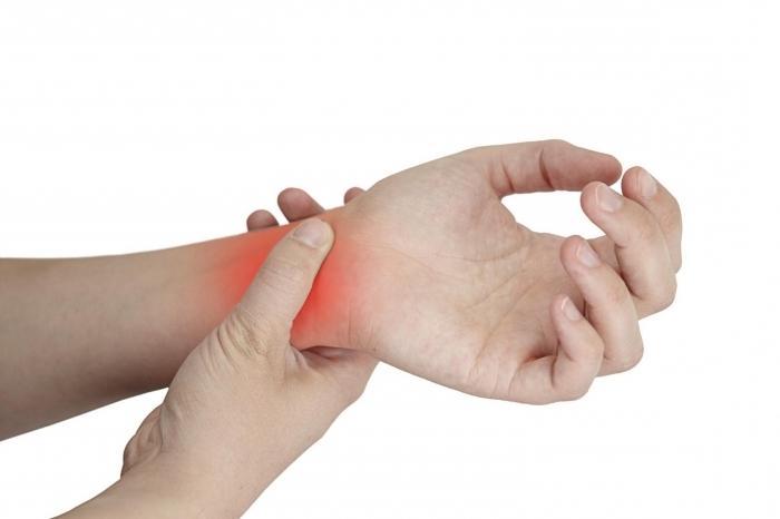 Ощущается боль, суставом больно двигать