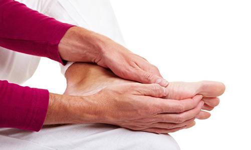 При первых симптомах воспаления необходимо обратиться к врачу
