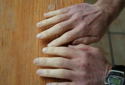 Почему на холоде белеют пальцы рук