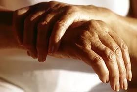 Артрит часто появляется у пожилых людей