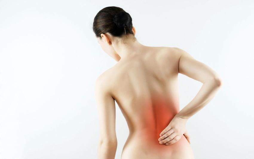 Люмбоишиалгия – это подострая или хроническая боль в пояснице, которая иррадиирует в одну или обе нижние конечности (иррадиирует, отдает в левую ногу или в правую ногу, или в обе ноги)