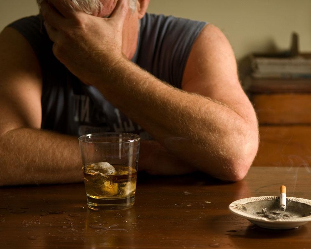 Алкоголик перекладывает свою вину на других
