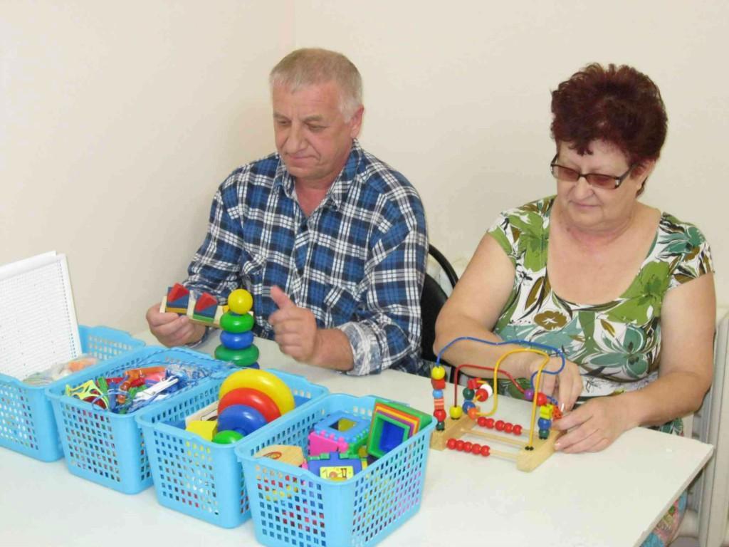 Детские игрушки помогут пациентам после инсульта возобновить мелкую моторику кистей рук