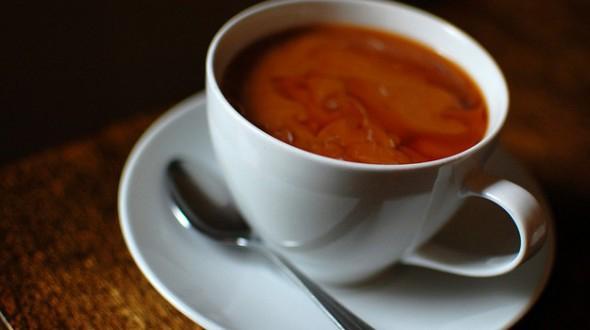 Кофе и черный чай