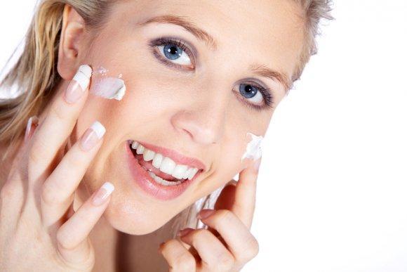 Низкосортная косметика для лица как результат высыпаний на коже