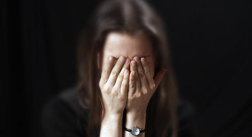Созависимый испытывает стресс, отчаяние и стыд за алкоголика