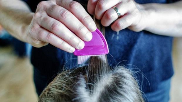 После мытья головы прочесываем пряди