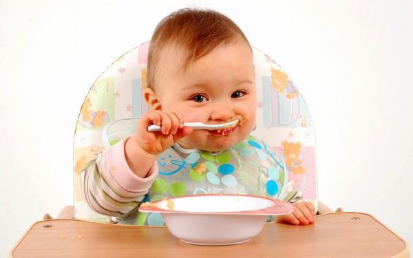 Питание ребенка должно тщательно контролироваться родителями