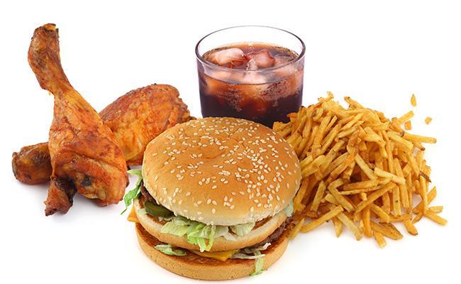 После перенесения инсульта следует отказаться от вредной и жирной пищи