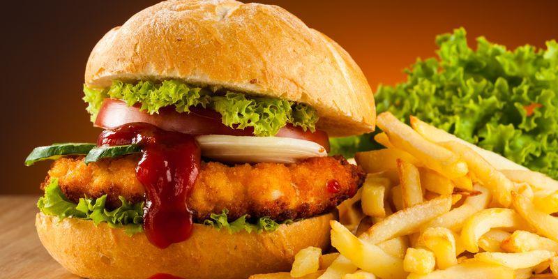 Причины повышения нижнего давления может являться жирная еда