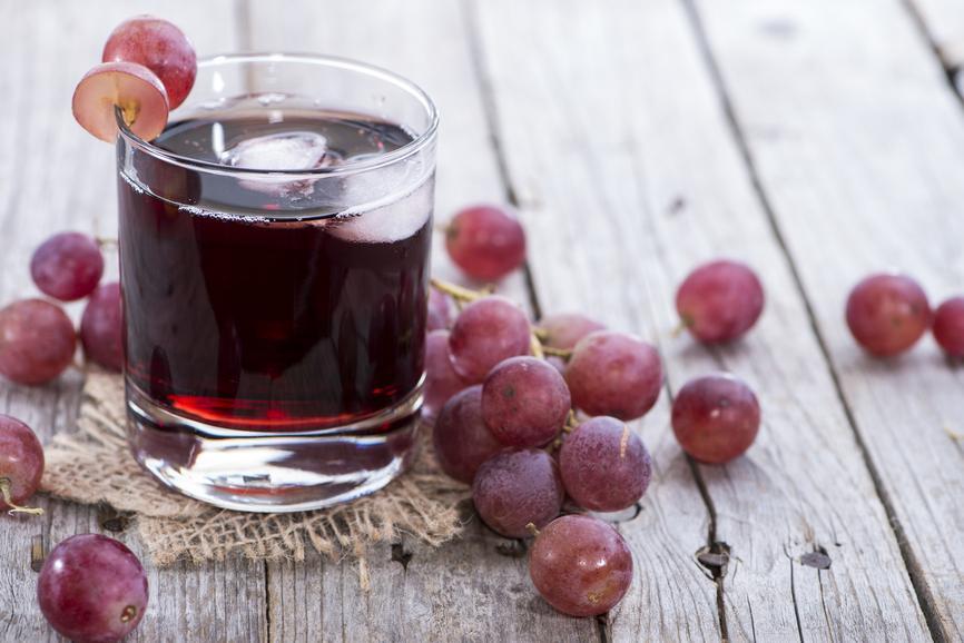 Сок винограда улучшает состояние сосудов и повышает давление