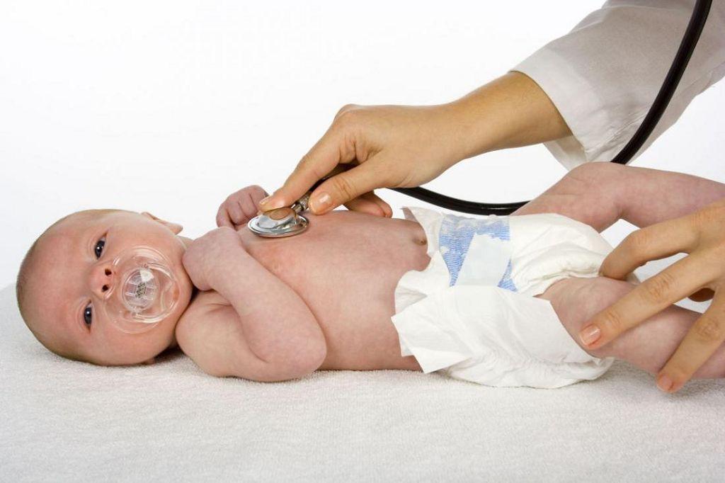Точную причину появления насморка у ребенка может установить только врач
