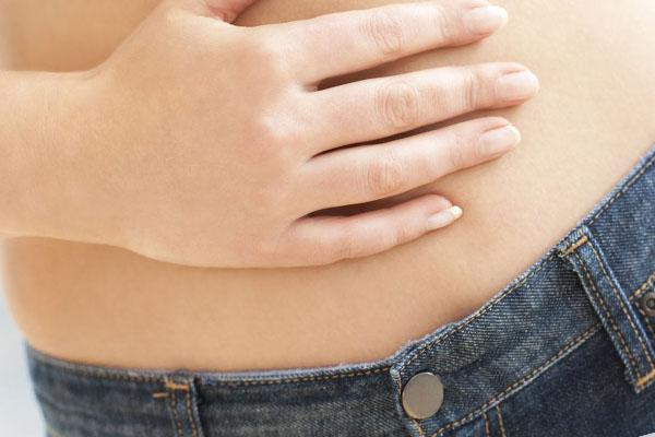 Болит кишечник внизу живота: что делать?