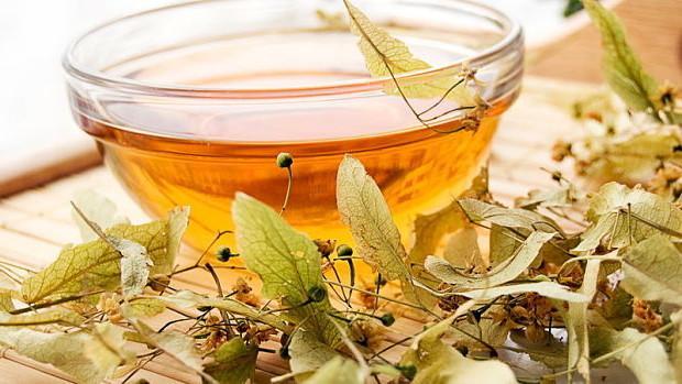 Отвары и настои из трав и растений обладают противовоспалительным и отхаркивающем действием