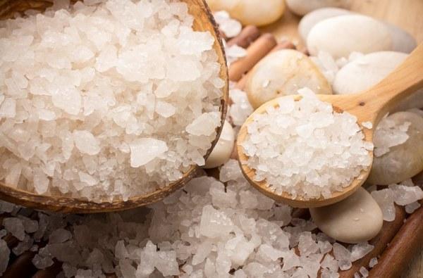 Прогревание каменной солью помогает в лечении отита