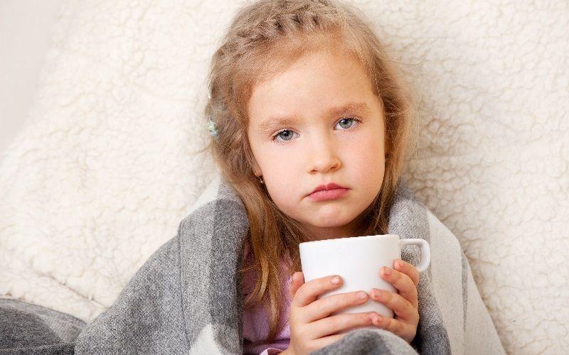 Ребенку при боли в горле нужно давать максимально возможное количество питья