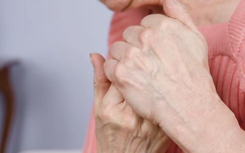 Болезненность пораженных суставов