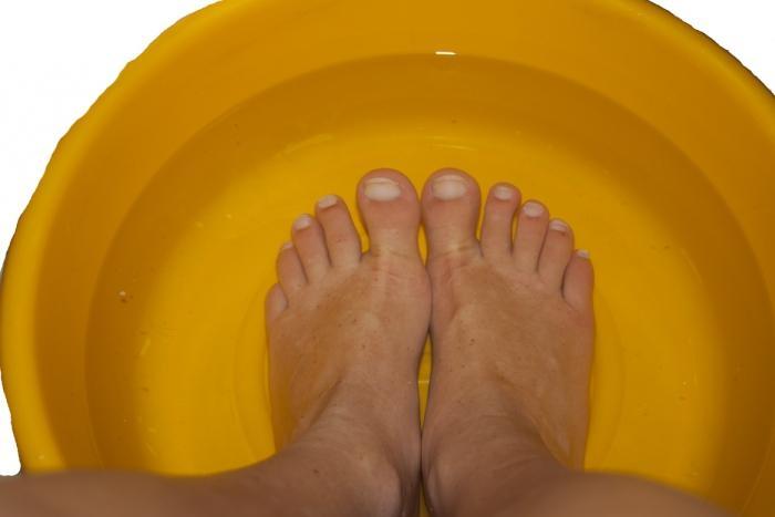 Греть ноги в тазу можно только при нормальной температуре тела