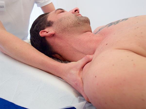 Лечение направлено на восстановление подвижности и устранение боли