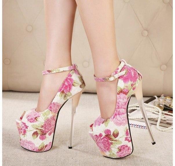 От обуви на высоком каблуке лучше отказаться