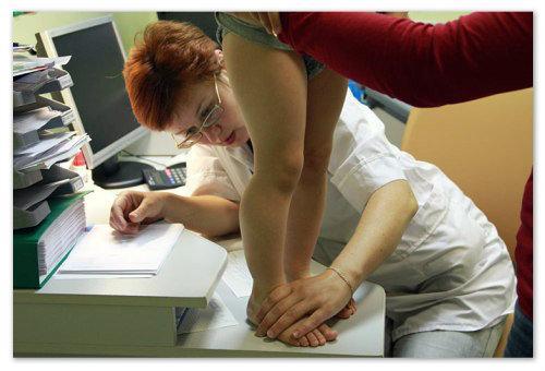 Посетите хирурга или ортопеда при первых же поступивших от ребенка жалобах