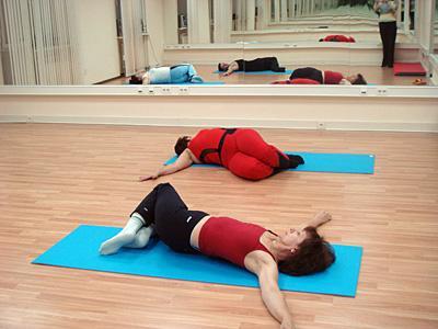 При острых болях тренировки недопустимы или выполняются лежа