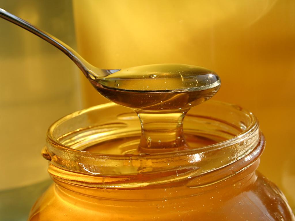 Если нет аллергии, можно съесть ложечку хорошего меда
