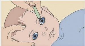 Как правильно закапывать глазки малышам