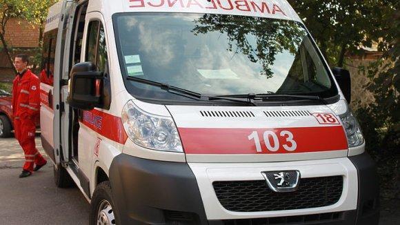 Отправьте родственника встретить машину скорой помощи