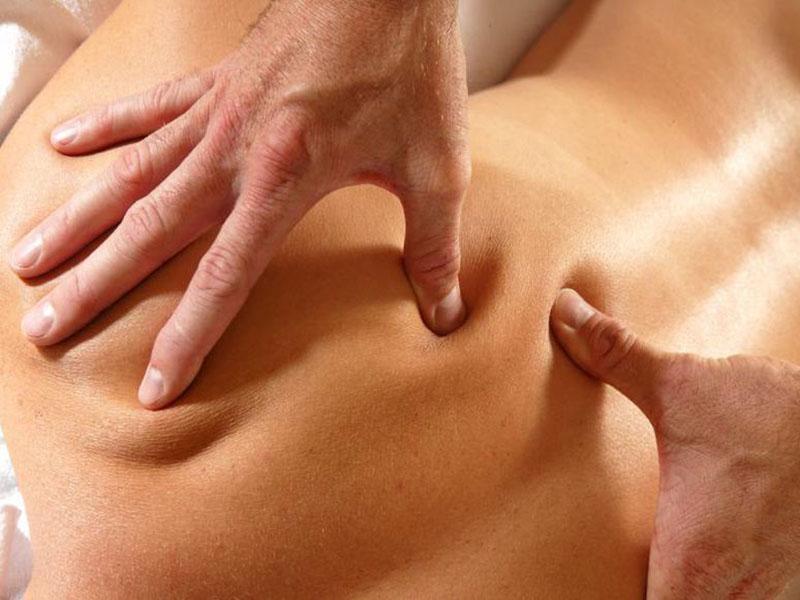 Проведение точечного массажа при остеохондрозе