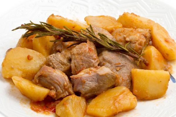 Тушеное мясо с картофелем