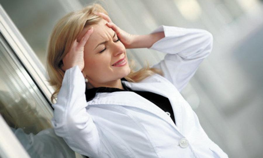 У человека появляется хроническая усталость и другие последствия нервного истощения