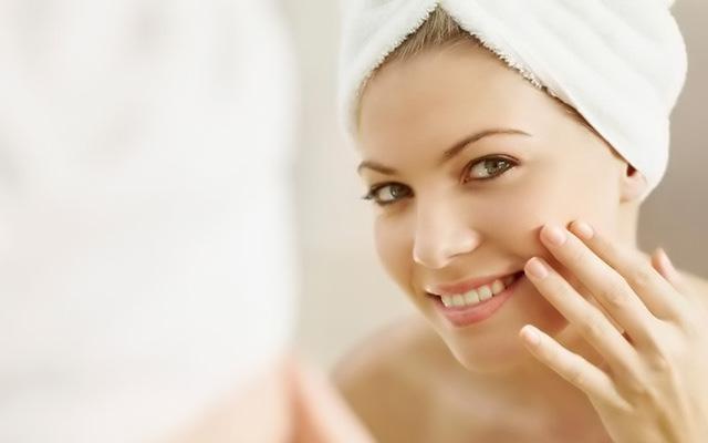 Правильно очищайте кожу и не используйте некачественную косметику