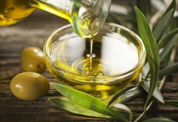 Оливковое масло - это помощник при выпадении волос