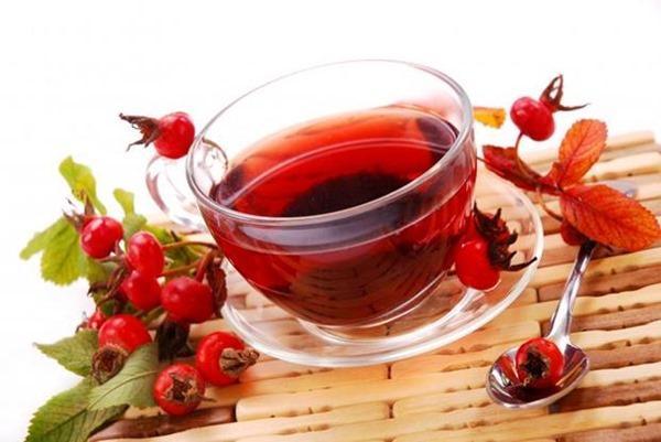 Отвар плодов шиповника снижает кислотность желудка