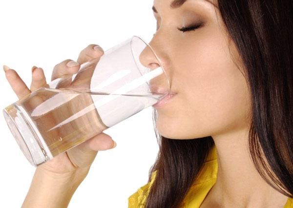При дисбактериозе необходимо пить за полчаса до еды