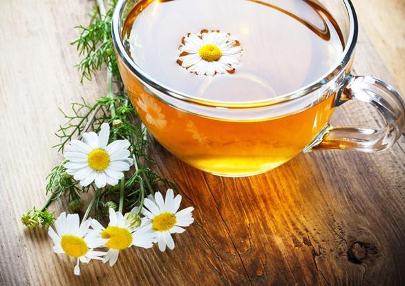 Ромашковый чай снижает кислотность желудка и способствует выздоровлению
