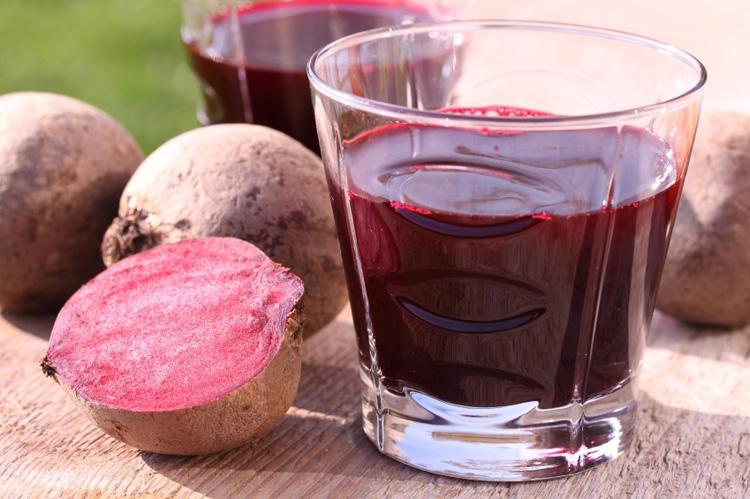 Свекольный сок содержит массу полезных веществ которые помогают в борьбе с ринитом