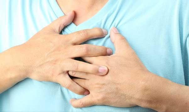 Боли в области грудной клетки - один из признаков брадикардии