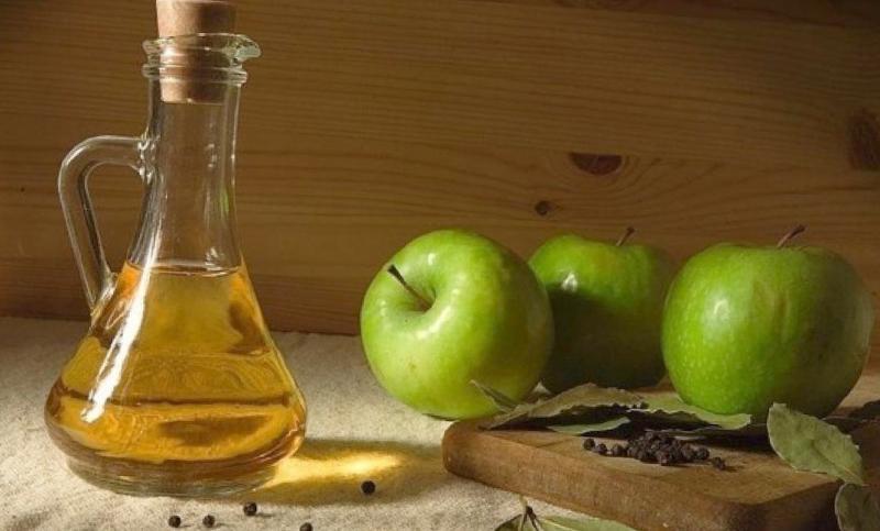 Компрессы из яблочного уксуса уменьшают болевой синдром