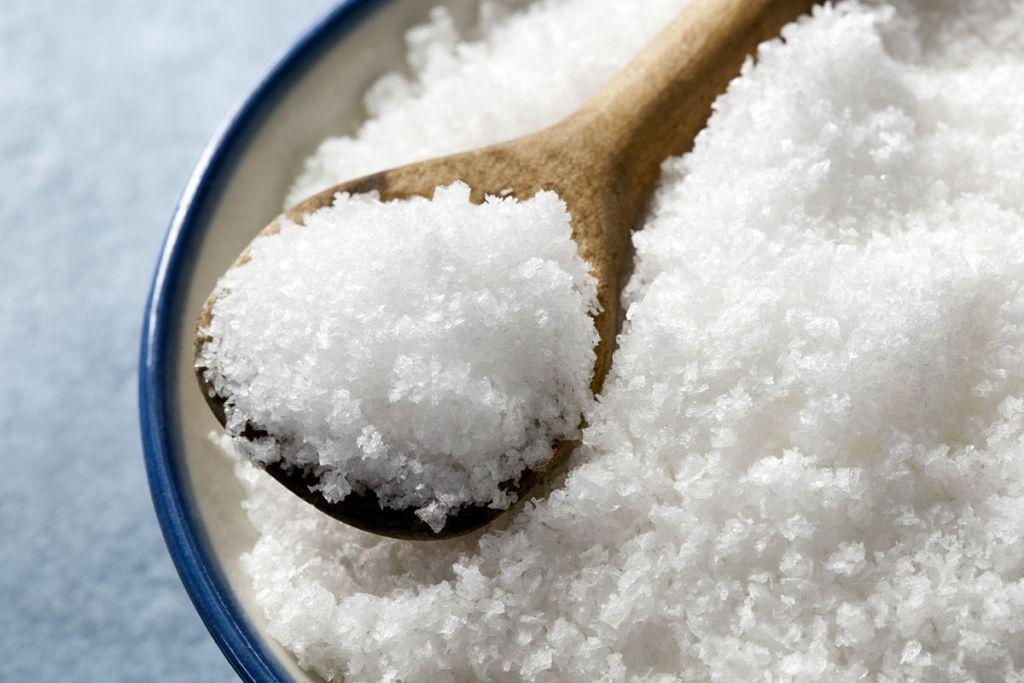 При гипотиреозе у женщин важно ограничить потребление соли